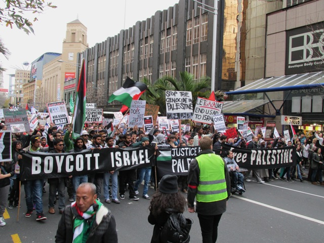 Gaza Massacre draws thousands to protest in Auckland.