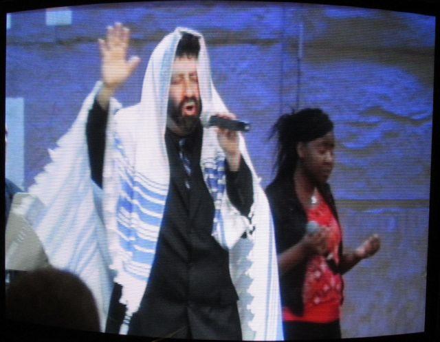Zionist Evangelism: Rabbi Cahn dons a rug ...
